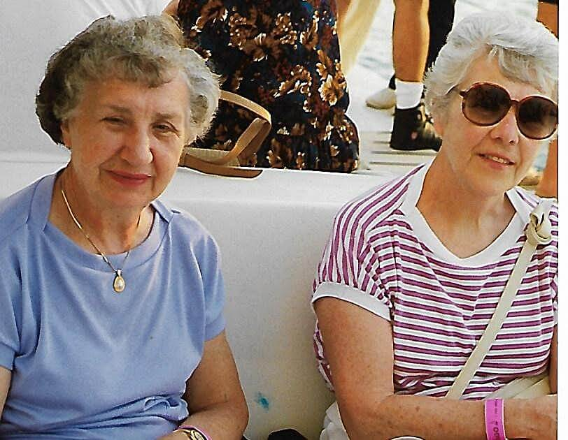 Scan Helen and Jean Photo 10-16-20-crop